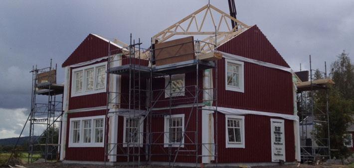 Korsformat klassiskt 2-planshus till Piteå