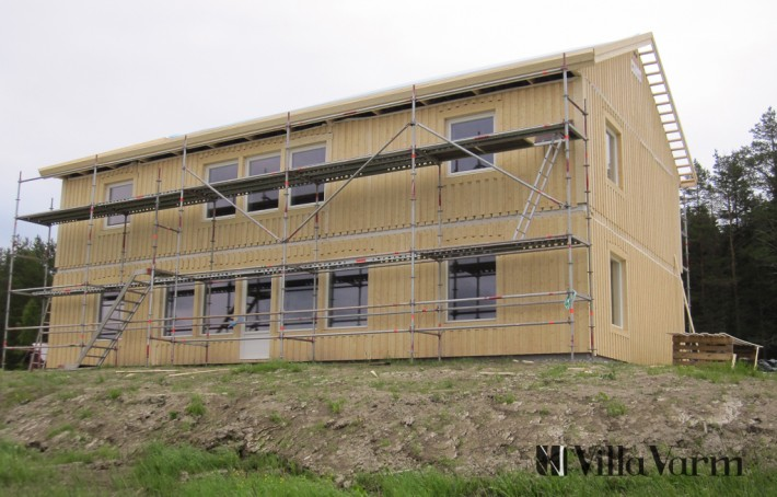 tvaplanshus-fasad Villa Håkmark